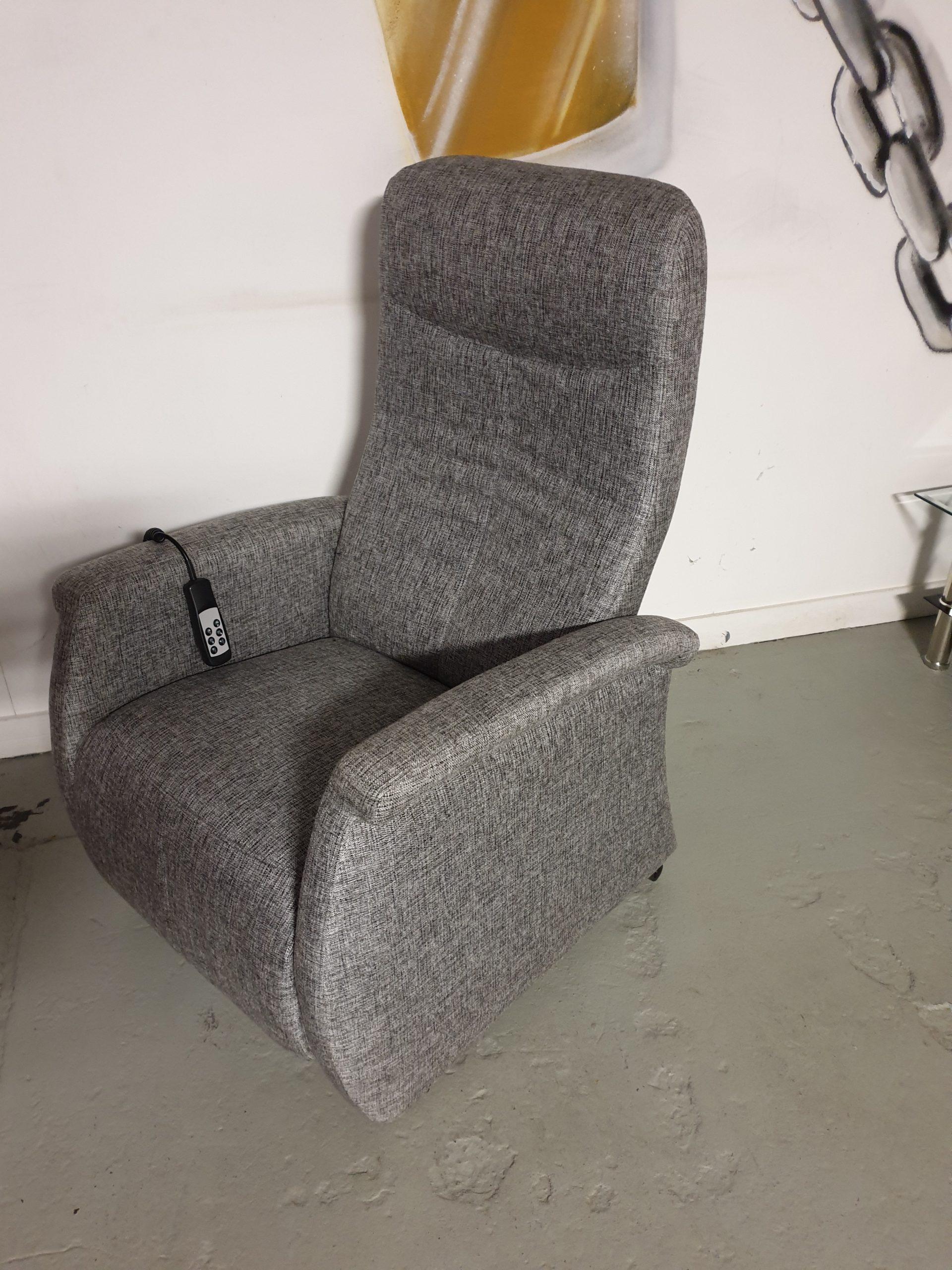 Sta op fauteuil grijs met accu en op wielen