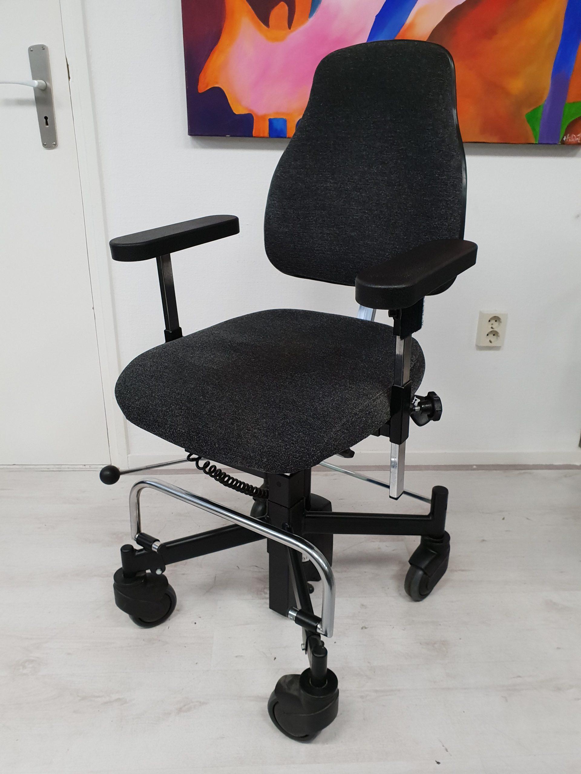 Mondo trippelstoel zwart