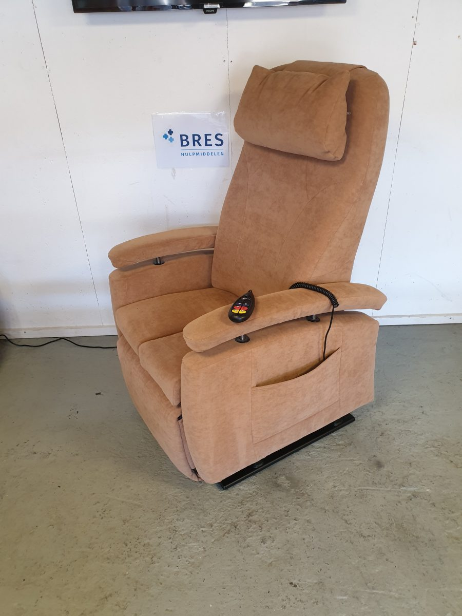 Fitform beige sta op stoel